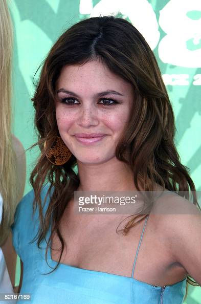 Actress Rachel Bilson arrives at the 2008 Teen Choice Awards at Gibson Amphitheater on August 3 2008 in Los Angeles California