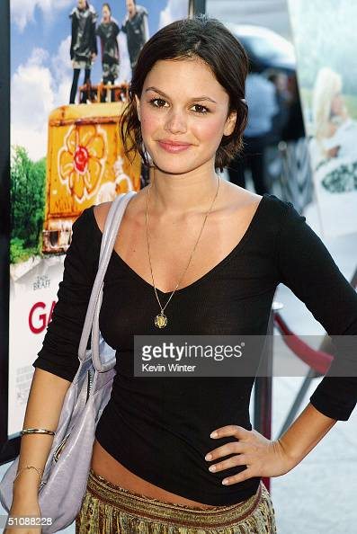Actress Rachel Bilson arrives at the premiere of Fox Searchlight Pictures' 'Garden State' on July 20 2004 at the Directors Guild in Los Angeles...