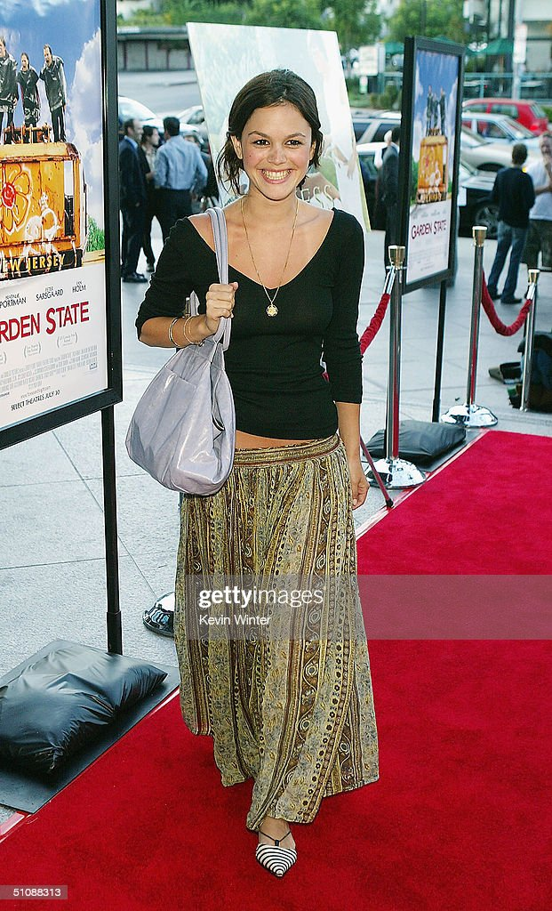 Actress Rachel Bilson arrives at the premiere of Fox Searchlight Pictures' 'Garden State' on July 20, 2004 at the Directors Guild, in Los Angeles, California.