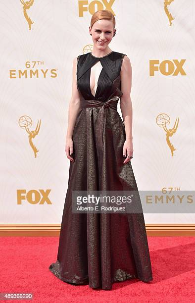 Actress Rachel Brosnahan attends the 67th Emmy Awards at Microsoft Theater on September 20 2015 in Los Angeles California 25720_001