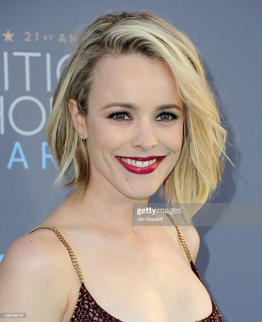 Actress Rachel McAdams arrives at The 21st Annual Critics' Choice Awards at Barker Hangar on January 17, 2016 in Santa Monica, California.