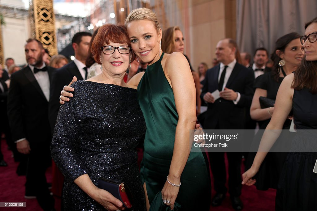 Actress Rachel McAdams (R) attends the 88th Annual Academy Awards at Hollywood & Highland Center on February 28, 2016 in Hollywood, California.