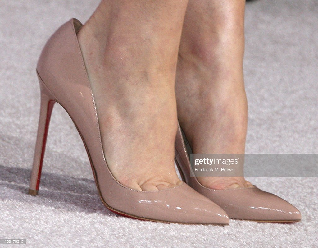 Actress <a gi-track='captionPersonalityLinkClicked' href=/galleries/search?phrase=Rachel+McAdams&family=editorial&specificpeople=212942 ng-click='$event.stopPropagation()'>Rachel McAdams</a> attends the Premiere of Sony Pictures' 'The Vow' at Grauman's Chinese Theatre on February 6, 2012 in Hollywood, California.