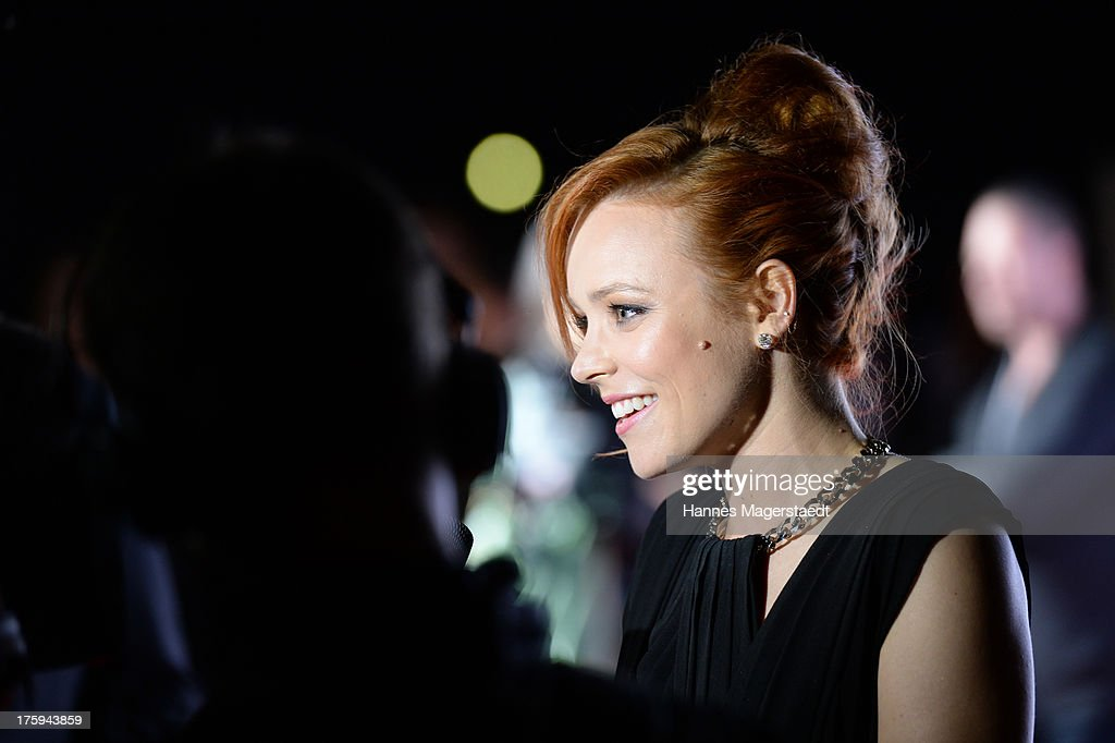 Actress <a gi-track='captionPersonalityLinkClicked' href=/galleries/search?phrase=Rachel+McAdams&family=editorial&specificpeople=212942 ng-click='$event.stopPropagation()'>Rachel McAdams</a> attends the Universal Open Air Film Lounge with the special screening of 'Alles eine Frage der Zeit' at the Kino am Olympiasee on August 10, 2013 in Munich, Germany.