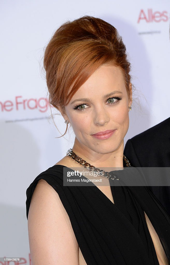Actress <a gi-track='captionPersonalityLinkClicked' href=/galleries/search?phrase=Rachel+McAdams&family=editorial&specificpeople=212942 ng-click='$event.stopPropagation()'>Rachel McAdams</a> poses at the red carpet during the Universal Open Air Film Lounge with the special screening of 'Alles eine Frage der Zeit' at the Kino am Olympiasee on August 10, 2013 in Munich, Germany.