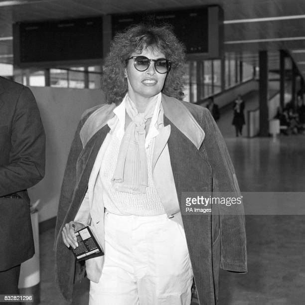 Actress Raquel Welch who has been in London to join Kermit Fozzie and the gang for an appearance on the Muppet Show at Heathrow Airport before flying...