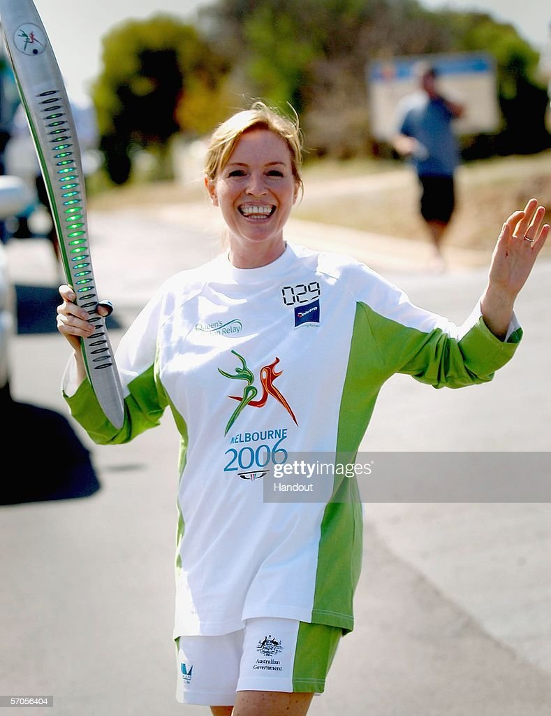 actress-rebecca-gibney-waves-as-she-carr