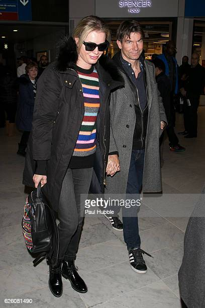 Actress Rebecca Romijn and actor Jerry O'Connell arrive at Aeroport Roissy Charles de Gaulle on November 27 2016 in Paris France