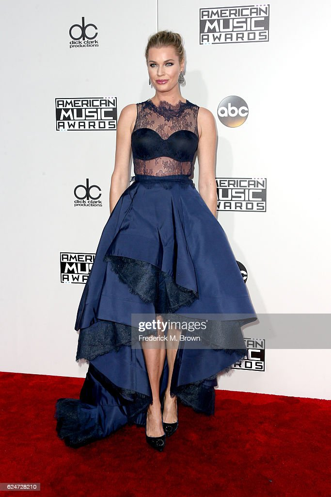 actress-rebecca-romijn-attends-the-2016-american-music-awards-at-on-picture-id624728210