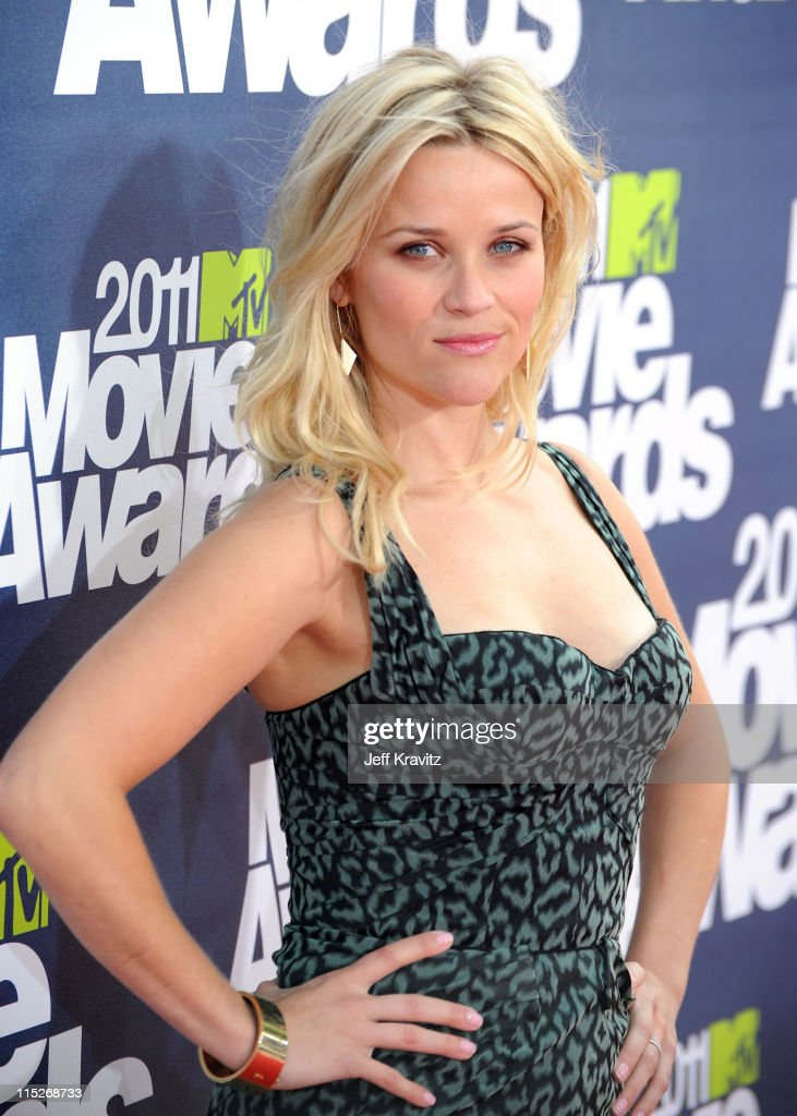 Actress <a gi-track='captionPersonalityLinkClicked' href=/galleries/search?phrase=Reese+Witherspoon&family=editorial&specificpeople=201577 ng-click='$event.stopPropagation()'>Reese Witherspoon</a> arrives at the 2011 MTV Movie Awards at Universal Studios' Gibson Amphitheatre on June 5, 2011 in Universal City, California.