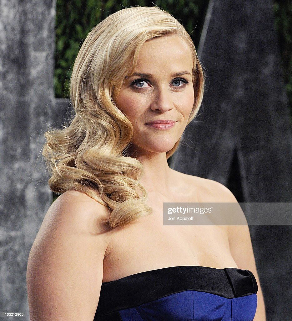 Actress <a gi-track='captionPersonalityLinkClicked' href=/galleries/search?phrase=Reese+Witherspoon&family=editorial&specificpeople=201577 ng-click='$event.stopPropagation()'>Reese Witherspoon</a> arrives at the 2013 Vanity Fair Oscar Party at Sunset Tower on February 24, 2013 in West Hollywood, California.