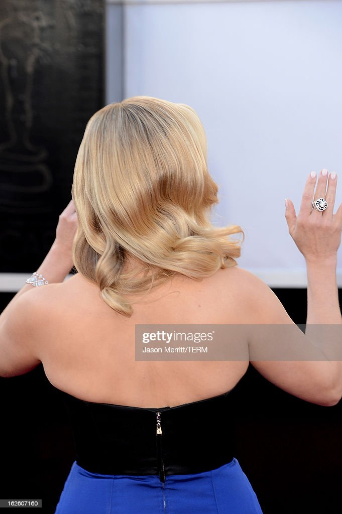 Actress Reese Witherspoon (haird detail) arrives at the Oscars at Hollywood & Highland Center on February 24, 2013 in Hollywood, California.