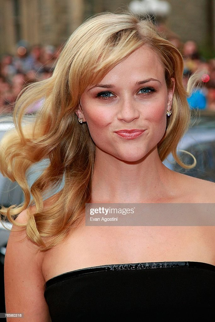 Actress Reese Witherspoon arrives at the 'Rendition' World Premiere screening during the Toronto International Film Festival 2007 held at the Roy Thomson Hall on September 7, 2007 in Toronto, Canada.