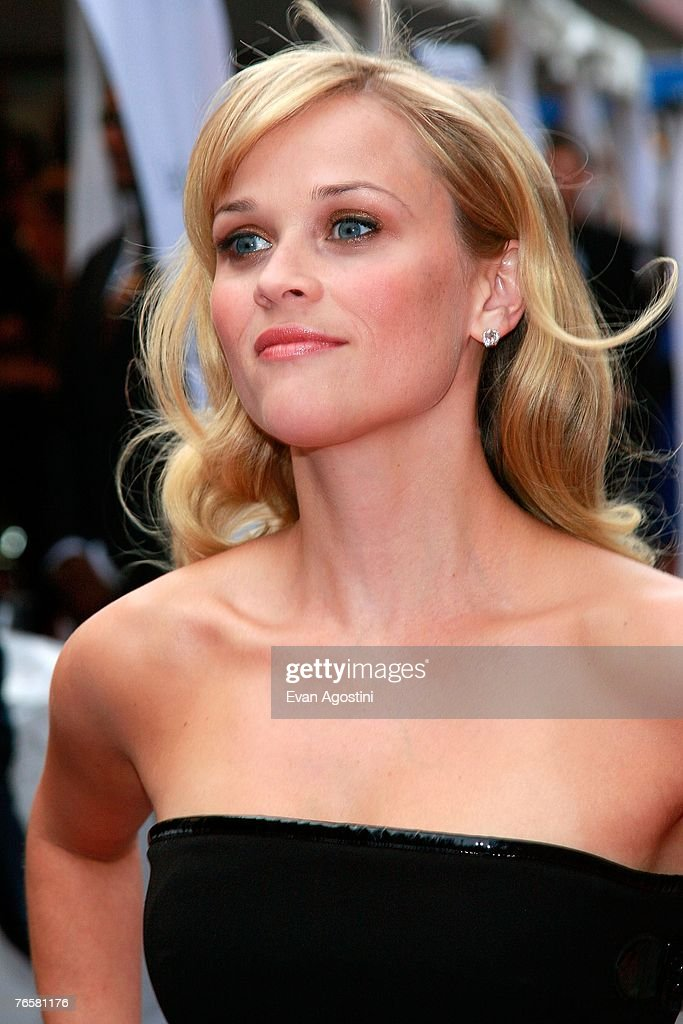 Actress <a gi-track='captionPersonalityLinkClicked' href=/galleries/search?phrase=Reese+Witherspoon&family=editorial&specificpeople=201577 ng-click='$event.stopPropagation()'>Reese Witherspoon</a> arrives at the 'Rendition' World Premiere screening during the Toronto International Film Festival 2007 held at the Roy Thomson Hall on September 7, 2007 in Toronto, Canada.