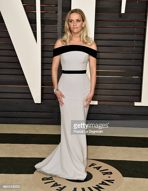 Actress Reese Witherspoon attends the 2015 Vanity Fair Oscar Party hosted by Graydon Carter at Wallis Annenberg Center for the Performing Arts on...