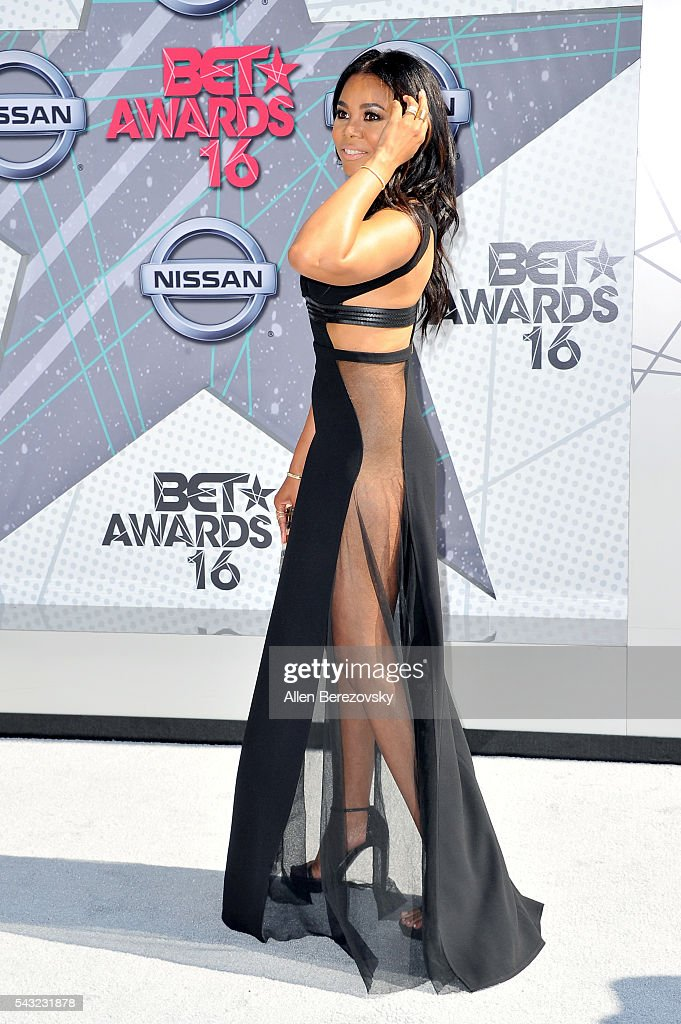 Actress <a gi-track='captionPersonalityLinkClicked' href=/galleries/search?phrase=Regina+Hall&family=editorial&specificpeople=4509171 ng-click='$event.stopPropagation()'>Regina Hall</a> attends the 2016 BET Awards at Microsoft Theater on June 26, 2016 in Los Angeles, California.