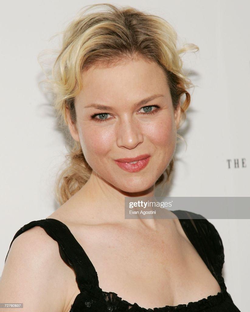 Actress Renee Zellweger attends the 'Miss Potter' film premiere at the ... Renee Zellweger
