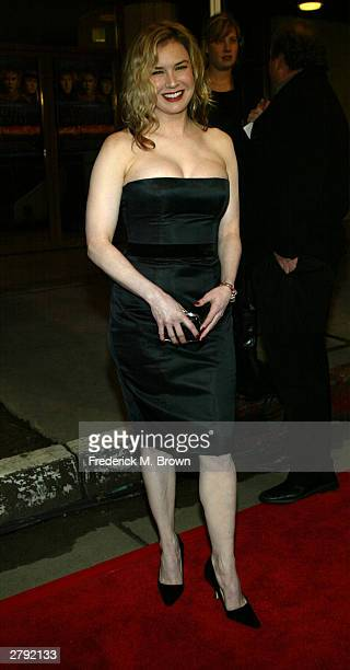 Actress Renee Zellweger attends the premiere of 'Cold Mountain' at the Mann National Theater December 7 2003 in Westwood California The film opens...