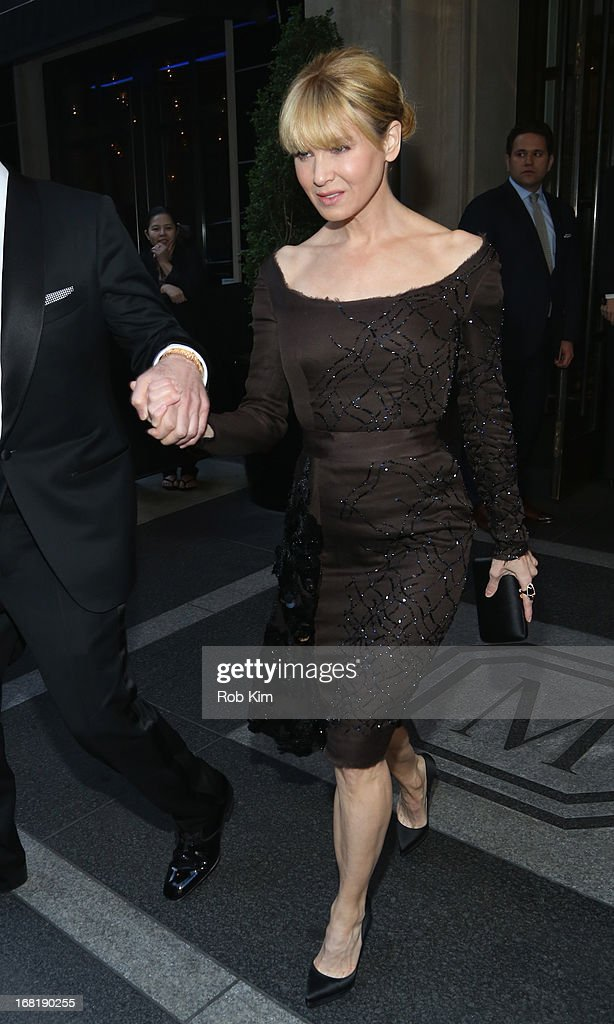 Actress <a gi-track='captionPersonalityLinkClicked' href=/galleries/search?phrase=Renee+Zellweger&family=editorial&specificpeople=171818 ng-click='$event.stopPropagation()'>Renee Zellweger</a> departs the Mark Hotel for the 'PUNK: Chaos To Couture' Costume Institute Gala at the Metropolitan Museum of Art on May 6, 2013 in New York City.