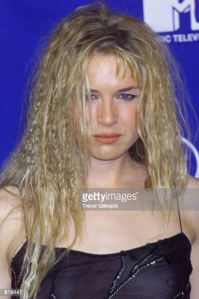 Actress Renee Zellweger poses for photographers backstage at the MTV Video Music Awards in New York City on September 9 1999