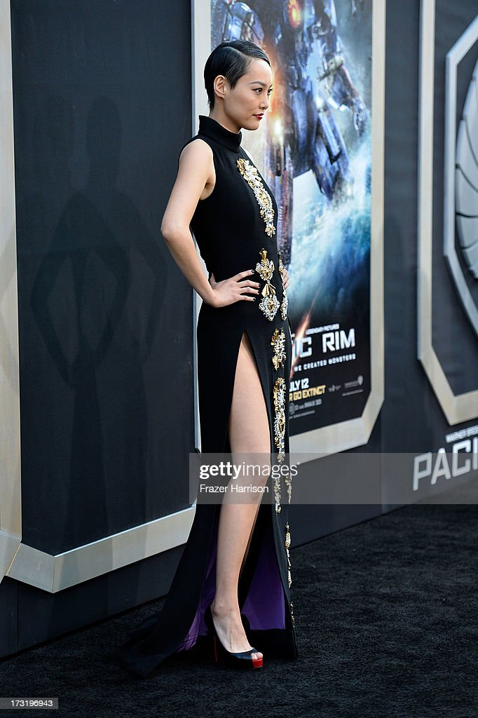 Actress <a gi-track='captionPersonalityLinkClicked' href=/galleries/search?phrase=Rinko+Kikuchi&family=editorial&specificpeople=616782 ng-click='$event.stopPropagation()'>Rinko Kikuchi</a> arrives at the premiere of Warner Bros. Pictures' and Legendary Pictures' 'Pacific Rim' at Dolby Theatre on July 9, 2013 in Hollywood, California.