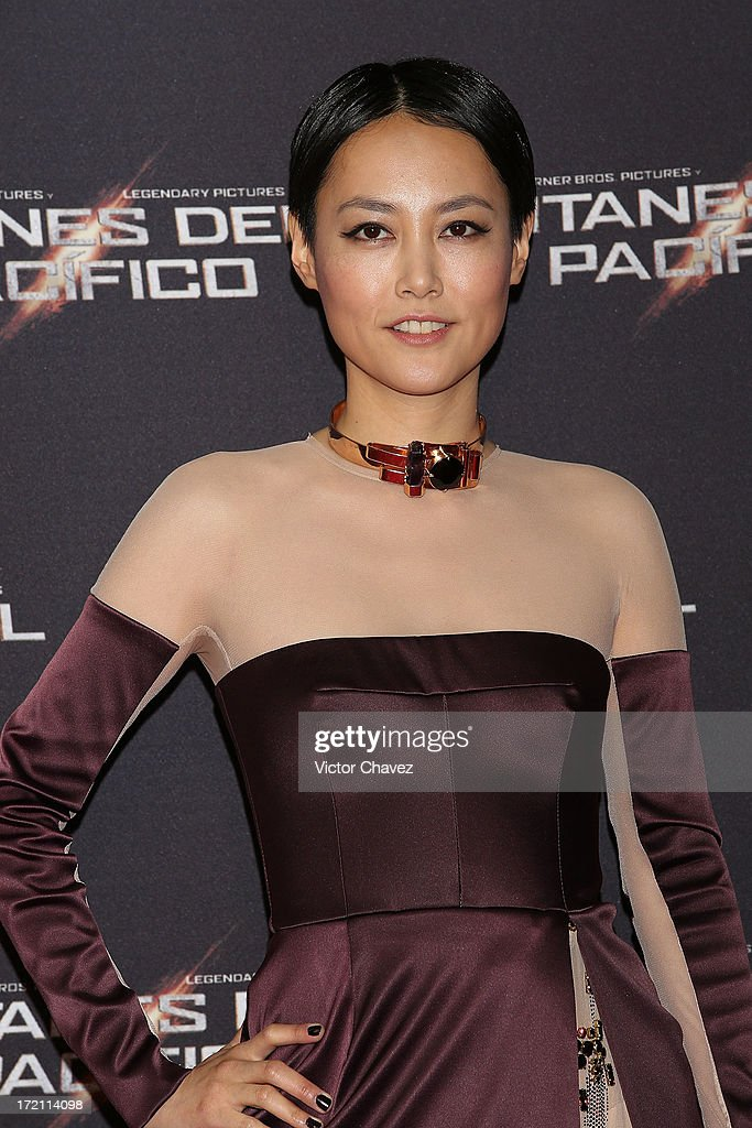 Actress <a gi-track='captionPersonalityLinkClicked' href=/galleries/search?phrase=Rinko+Kikuchi&family=editorial&specificpeople=616782 ng-click='$event.stopPropagation()'>Rinko Kikuchi</a> attends the 'Pacific Rim (Titanes Del Pacifico)' Mexico City premiere at Reforma 222 on July 1, 2013 in Mexico City, Mexico.