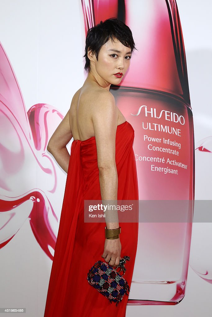 Actress <a gi-track='captionPersonalityLinkClicked' href=/galleries/search?phrase=Rinko+Kikuchi&family=editorial&specificpeople=616782 ng-click='$event.stopPropagation()'>Rinko Kikuchi</a> attends the The ULTIMUNE Evening - SHISEIDO ULTIMUNE Launch Party, an event to unveil ULTIMUNE Power Infusing Concentrate at ANdAZ Tokyo Toranomon Hills on July 10, 2014 in Tokyo, Japan.