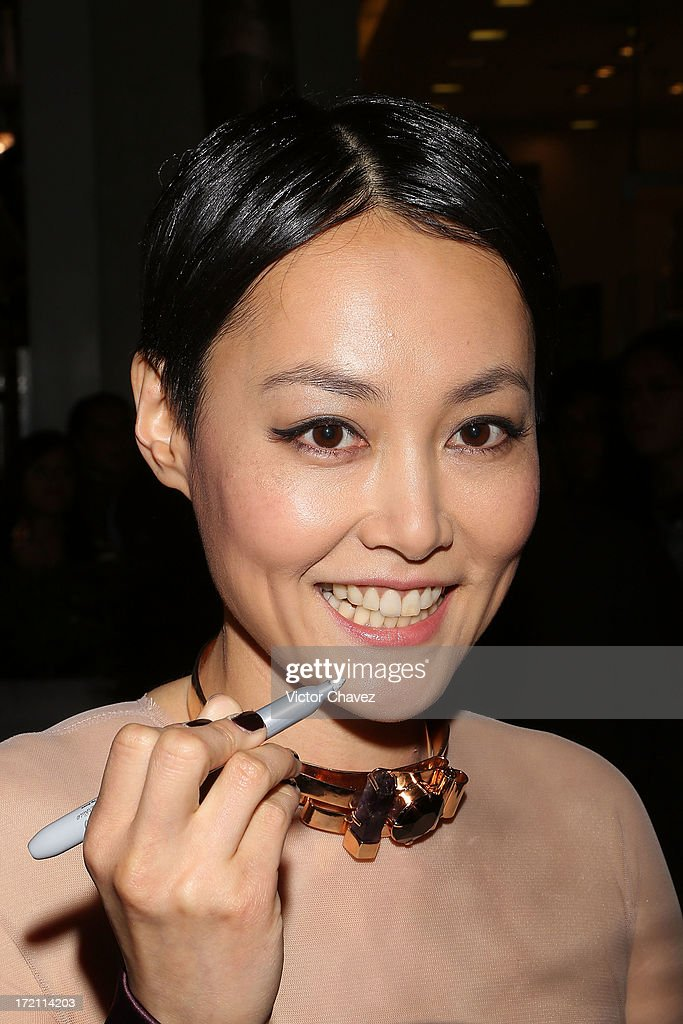 Actress <a gi-track='captionPersonalityLinkClicked' href=/galleries/search?phrase=Rinko+Kikuchi&family=editorial&specificpeople=616782 ng-click='$event.stopPropagation()'>Rinko Kikuchi</a> poses with fans and signs autographs during the 'Pacific Rim (Titanes Del Pacifico)' Mexico City premiere at Reforma 222 on July 1, 2013 in Mexico City, Mexico.