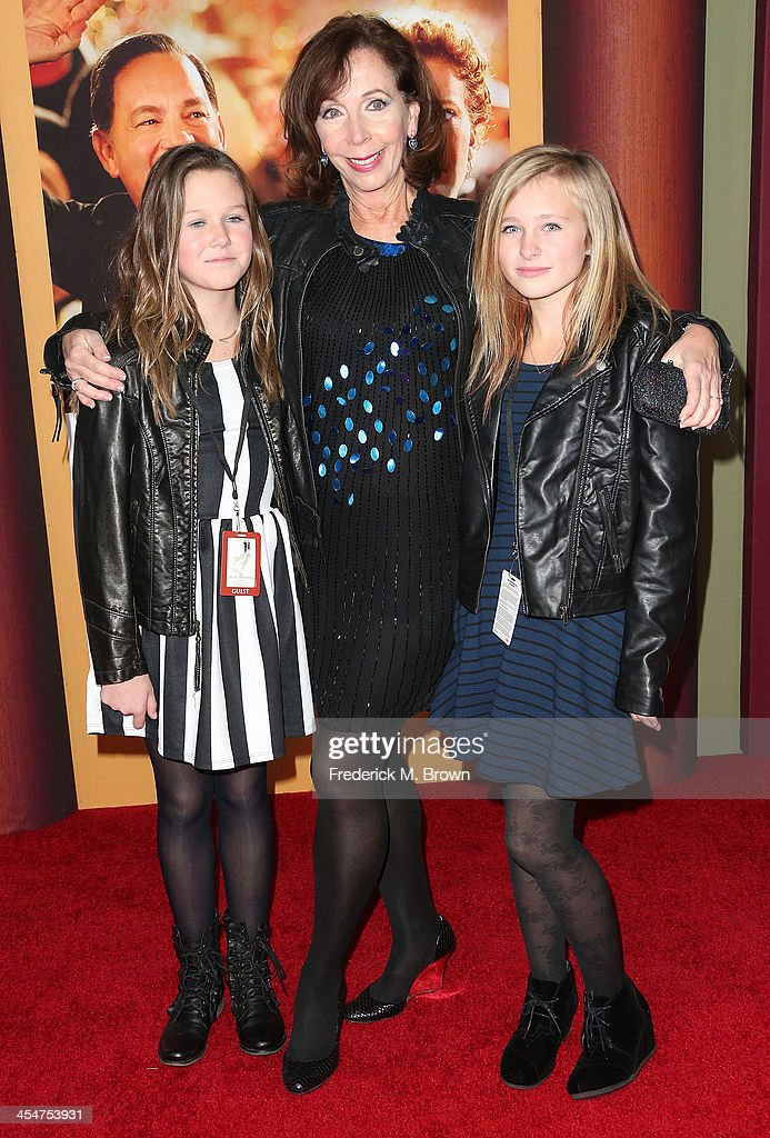 Actress <a gi-track='captionPersonalityLinkClicked' href=/galleries/search?phrase=Rita+Rudner&family=editorial&specificpeople=540281 ng-click='$event.stopPropagation()'>Rita Rudner</a> (C) and her family attend the Premiere of Disney's 'Saving Mr. Banks' at Walt Disney Studios on December 9, 2013 in Burbank, California.
