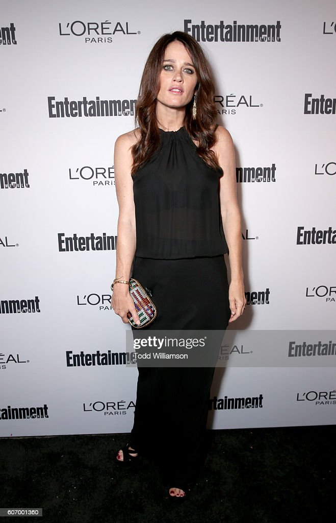 actress-robin-tunney-attends-the-2016-entertainment-weekly-preemmy-picture-id607001360