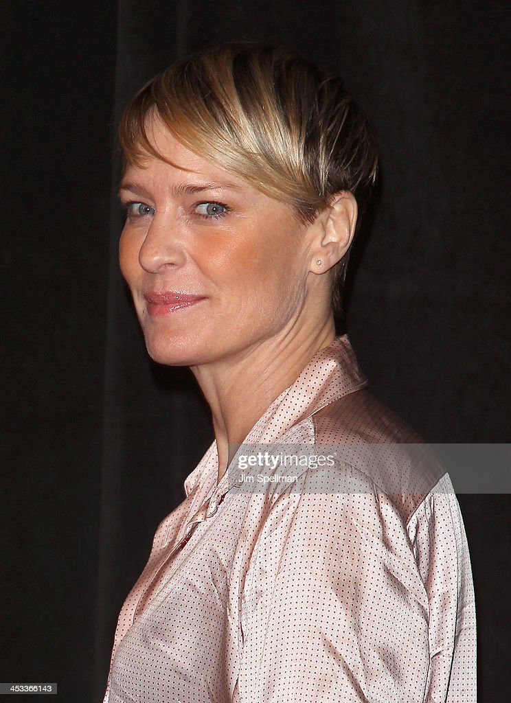 Actress <a gi-track='captionPersonalityLinkClicked' href=/galleries/search?phrase=Robin+Wright&family=editorial&specificpeople=207147 ng-click='$event.stopPropagation()'>Robin Wright</a> attends the 'Lone Survivor' New York premiere at Ziegfeld Theater on December 3, 2013 in New York City.