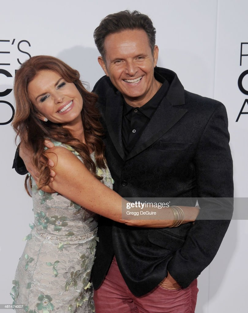Actress <a gi-track='captionPersonalityLinkClicked' href=/galleries/search?phrase=Roma+Downey&family=editorial&specificpeople=214162 ng-click='$event.stopPropagation()'>Roma Downey</a> and <a gi-track='captionPersonalityLinkClicked' href=/galleries/search?phrase=Mark+Burnett&family=editorial&specificpeople=204697 ng-click='$event.stopPropagation()'>Mark Burnett</a> arrive at the 40th Annual People's Choice Awards at Nokia Theatre LA Live on January 8, 2014 in Los Angeles, California.
