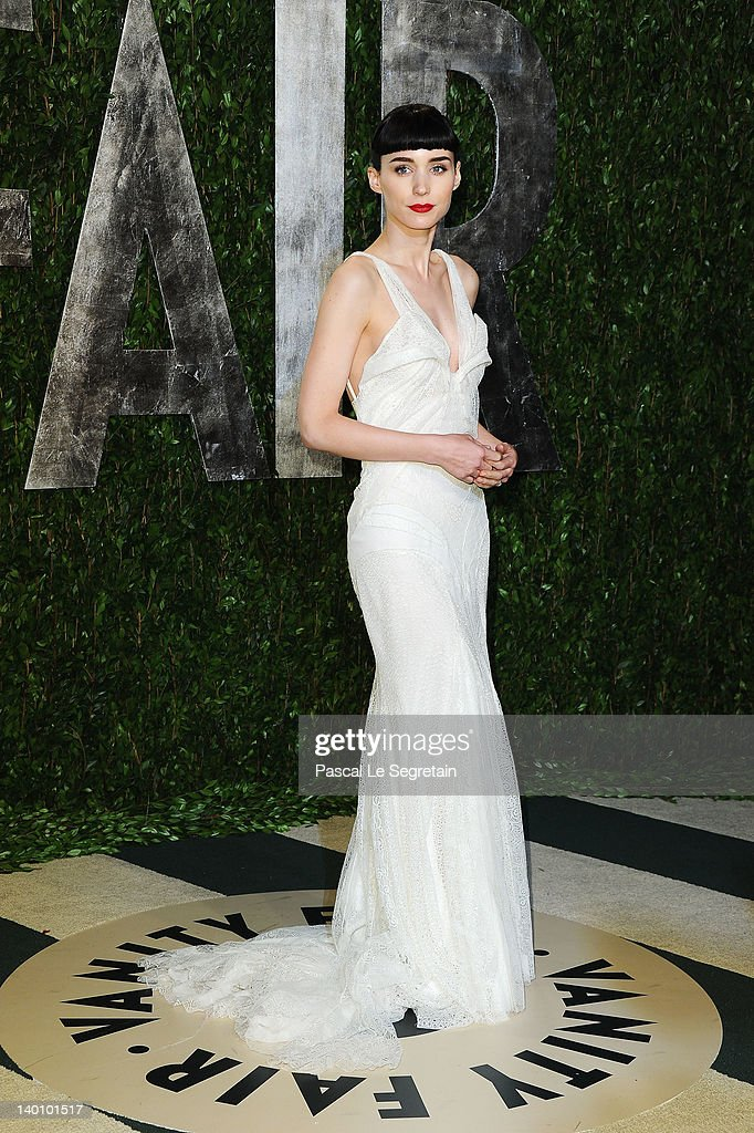 Actress <a gi-track='captionPersonalityLinkClicked' href=/galleries/search?phrase=Rooney+Mara&family=editorial&specificpeople=5669181 ng-click='$event.stopPropagation()'>Rooney Mara</a> arrives at the 2012 Vanity Fair Oscar Party hosted by Graydon Carter at Sunset Tower on February 26, 2012 in West Hollywood, California.