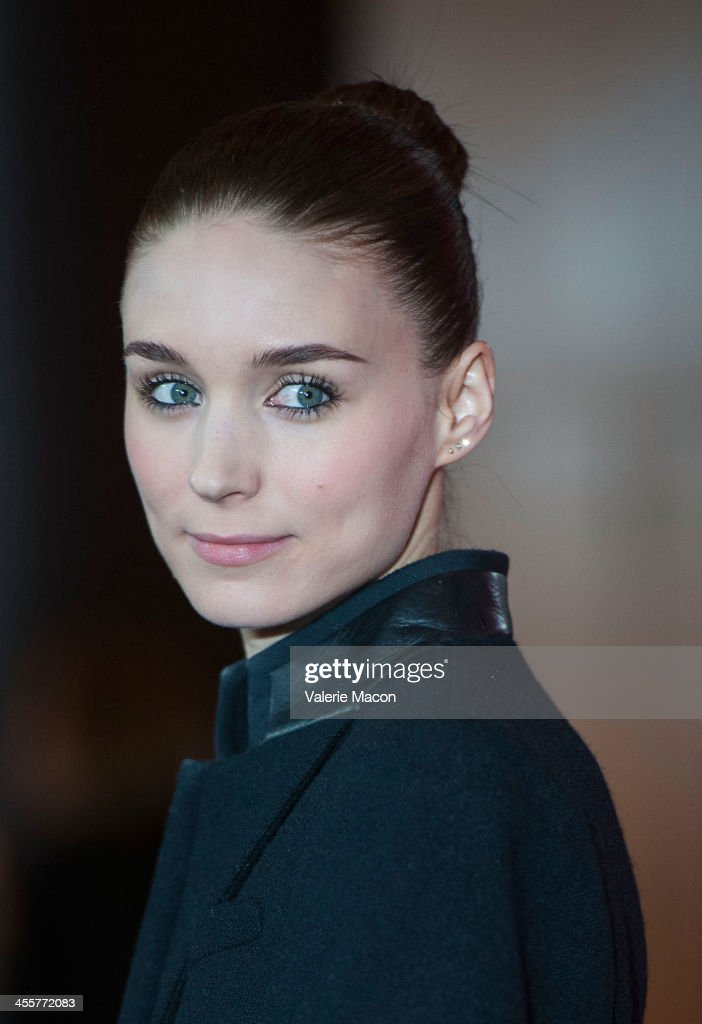 Actress <a gi-track='captionPersonalityLinkClicked' href=/galleries/search?phrase=Rooney+Mara&family=editorial&specificpeople=5669181 ng-click='$event.stopPropagation()'>Rooney Mara</a> attends the premiere of Warner Bros. Pictures' 'Her.' at DGA Theater on December 12, 2013 in Los Angeles, California.