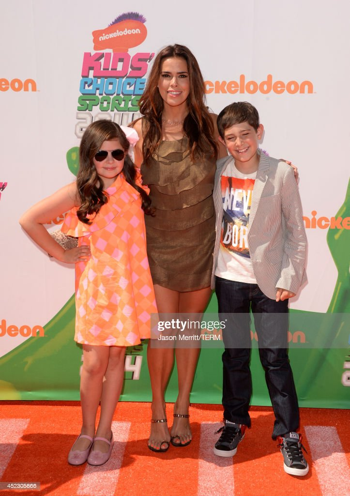 Actress <a gi-track='captionPersonalityLinkClicked' href=/galleries/search?phrase=Rosa+Blasi&family=editorial&specificpeople=224873 ng-click='$event.stopPropagation()'>Rosa Blasi</a> (C) attends Nickelodeon Kids' Choice Sports Awards 2014 at UCLA's Pauley Pavilion on July 17, 2014 in Los Angeles, California.