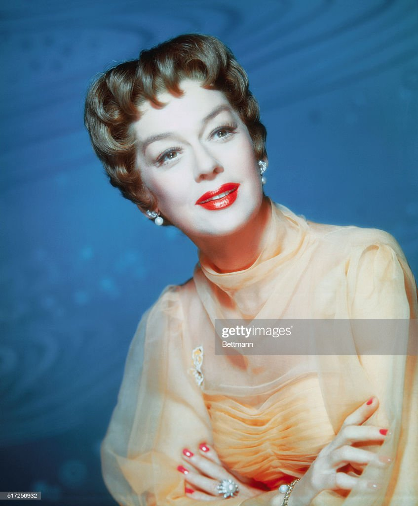 Actress <a gi-track='captionPersonalityLinkClicked' href=/galleries/search?phrase=Rosalind+Russell&family=editorial&specificpeople=206523 ng-click='$event.stopPropagation()'>Rosalind Russell</a> plays the part of Auntie Mame directed by Morton Da Costa for Warner Brothers for the 1958 film of the same title.