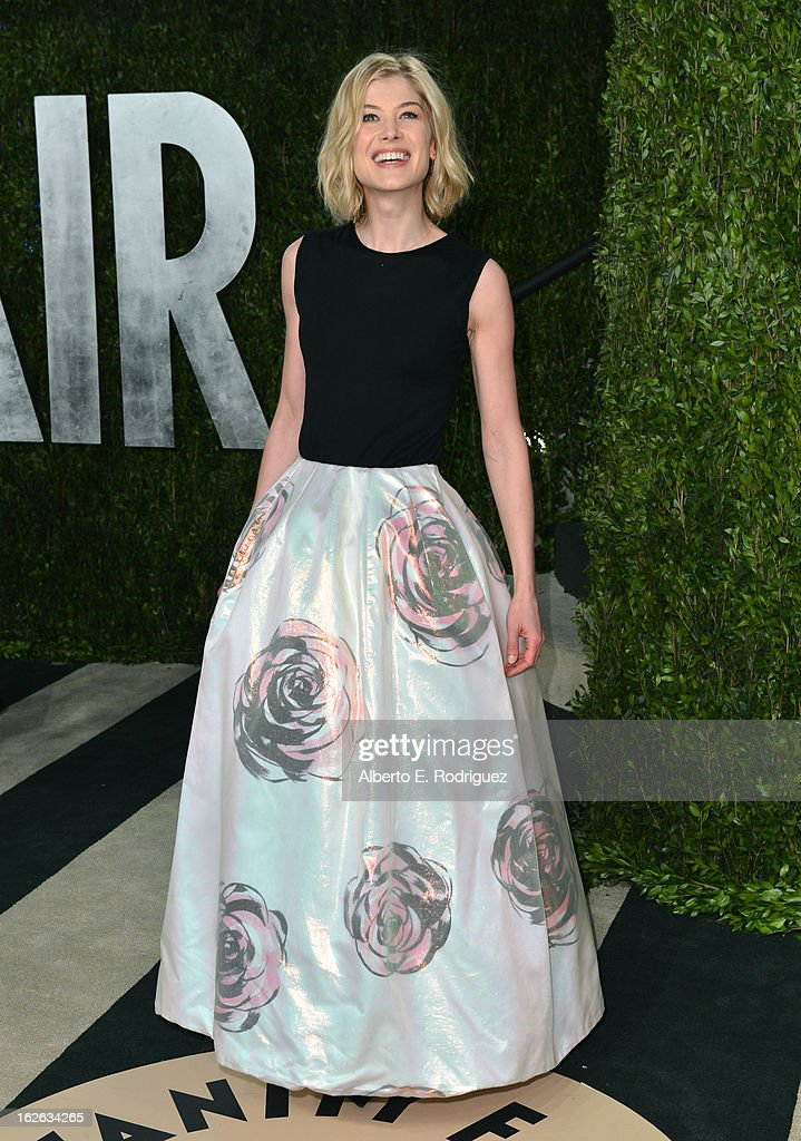 Actress Rosamund Pike arrives at the 2013 Vanity Fair Oscar Party hosted by Graydon Carter at Sunset Tower on February 24, 2013 in West Hollywood, California.