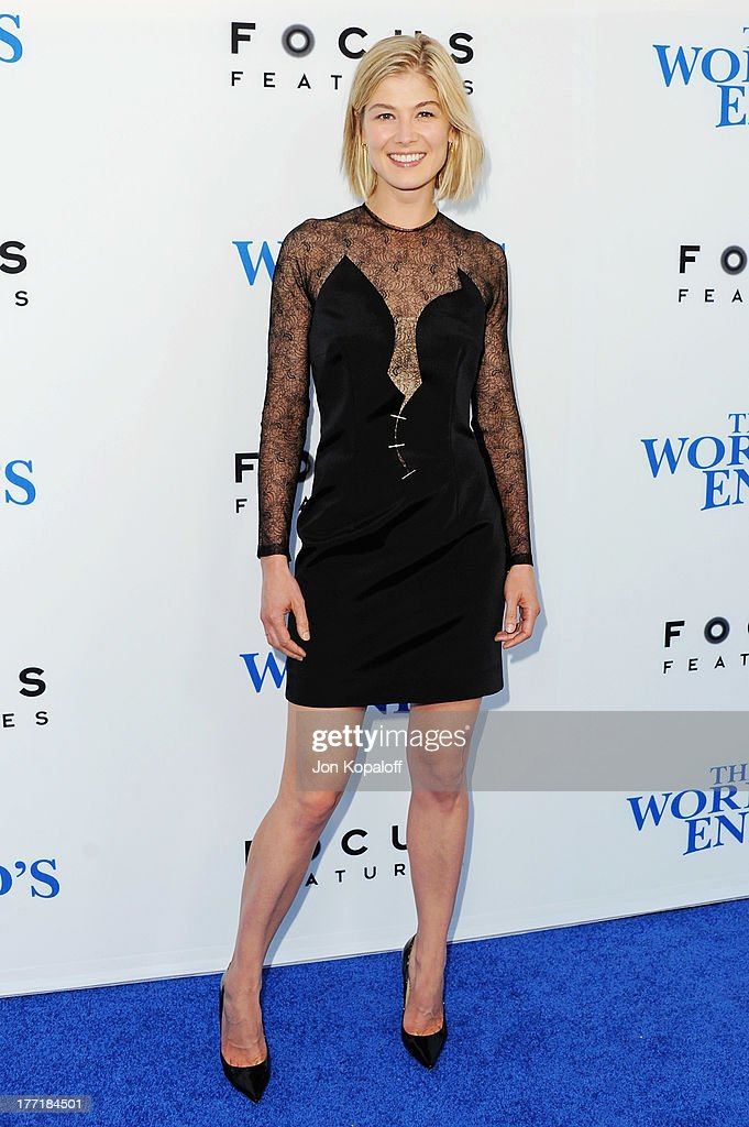 Actress <a gi-track='captionPersonalityLinkClicked' href=/galleries/search?phrase=Rosamund+Pike&family=editorial&specificpeople=208910 ng-click='$event.stopPropagation()'>Rosamund Pike</a> arrives at the Los Angeles Premiere 'The World's End' at ArcLight Cinemas Cinerama Dome on August 21, 2013 in Hollywood, California.