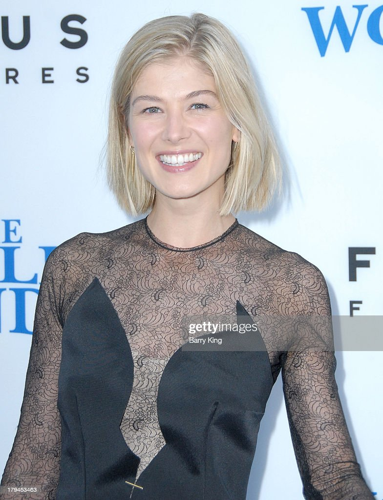 Actress <a gi-track='captionPersonalityLinkClicked' href=/galleries/search?phrase=Rosamund+Pike&family=editorial&specificpeople=208910 ng-click='$event.stopPropagation()'>Rosamund Pike</a> arrives at the Los Angeles Premiere 'The World's End' on August 21, 2013 at ArcLight Cinemas Cinerama Dome in Hollywood, California.