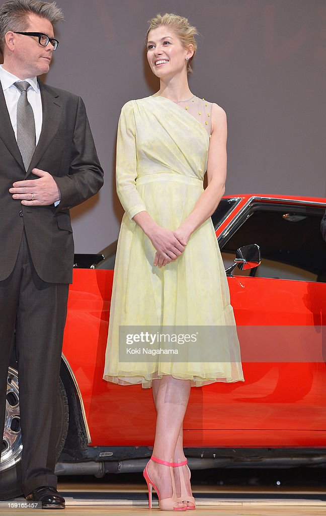 Actress Rosamund Pike atends the 'Jack Reacher' Japan Premiere at Tokyo International Forum on January 9, 2013 in Tokyo, Japan.