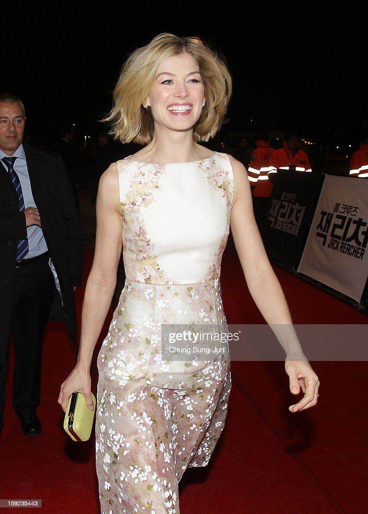 Actress <a gi-track='captionPersonalityLinkClicked' href=/galleries/search?phrase=Rosamund+Pike&family=editorial&specificpeople=208910 ng-click='$event.stopPropagation()'>Rosamund Pike</a> attends the 'Jack Reacher' Fan Screening at Busan Cinema Center on January 10, 2013 in Busan, South Korea. The film will open on January 17 in Korea.