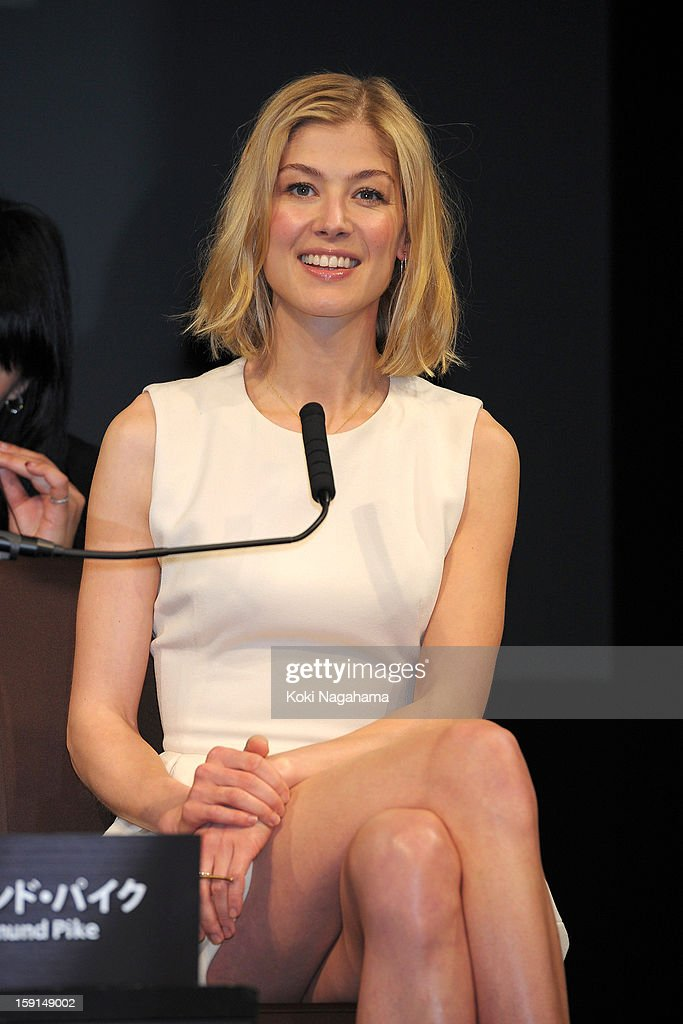 Actress <a gi-track='captionPersonalityLinkClicked' href=/galleries/search?phrase=Rosamund+Pike&family=editorial&specificpeople=208910 ng-click='$event.stopPropagation()'>Rosamund Pike</a> attends the 'Jack Reacher' press conference at the Ritz Carlton Tokyo on January 9, 2013 in Tokyo, Japan.