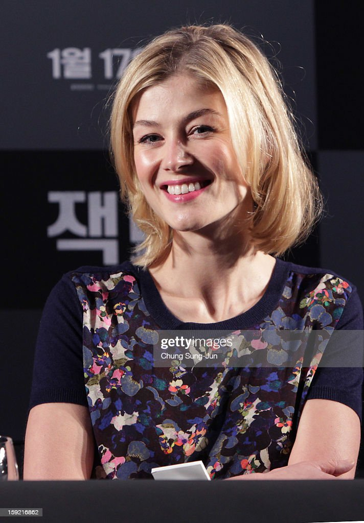 Actress <a gi-track='captionPersonalityLinkClicked' href=/galleries/search?phrase=Rosamund+Pike&family=editorial&specificpeople=208910 ng-click='$event.stopPropagation()'>Rosamund Pike</a> attends the 'Jack Reacher' press conference at Conrad Hotel on January 10, 2013 in Seoul, South Korea. The film will open on January 17 in Korea.