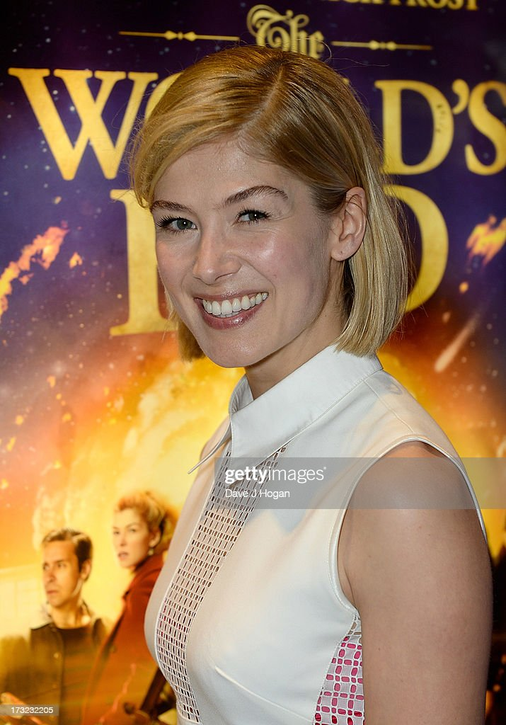 Actress <a gi-track='captionPersonalityLinkClicked' href=/galleries/search?phrase=Rosamund+Pike&family=editorial&specificpeople=208910 ng-click='$event.stopPropagation()'>Rosamund Pike</a> attends 'The World's End' world premiere at the Empire Leicester Square on July 10, 2013 in London, England.