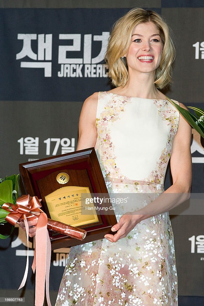Actress <a gi-track='captionPersonalityLinkClicked' href=/galleries/search?phrase=Rosamund+Pike&family=editorial&specificpeople=208910 ng-click='$event.stopPropagation()'>Rosamund Pike</a> poses for media after receive an certificate honorary citizenship of the Busan City by Busan City mayor, Huh Nam-Shik during the 'Jack Reacher' Fan Screening at Busan Cinema Center on January 10, 2013 in Busan, South Korea. The film will open on January 17 in South Korea.