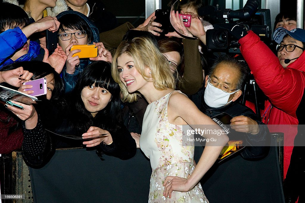 Actress <a gi-track='captionPersonalityLinkClicked' href=/galleries/search?phrase=Rosamund+Pike&family=editorial&specificpeople=208910 ng-click='$event.stopPropagation()'>Rosamund Pike</a> poses with fans as he arrives at the 'Jack Reacher' Fan Screening at Busan Cinema Center on January 10, 2013 in Busan, South Korea. The film will open on January 17 in South Korea.