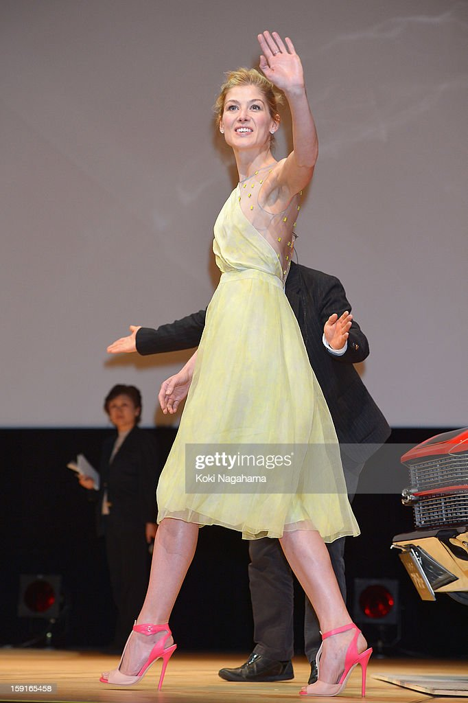 Actress Rosamund Pike waves her hand during the 'Jack Reacher' Japan Premiere at Tokyo International Forum on January 9, 2013 in Tokyo, Japan.