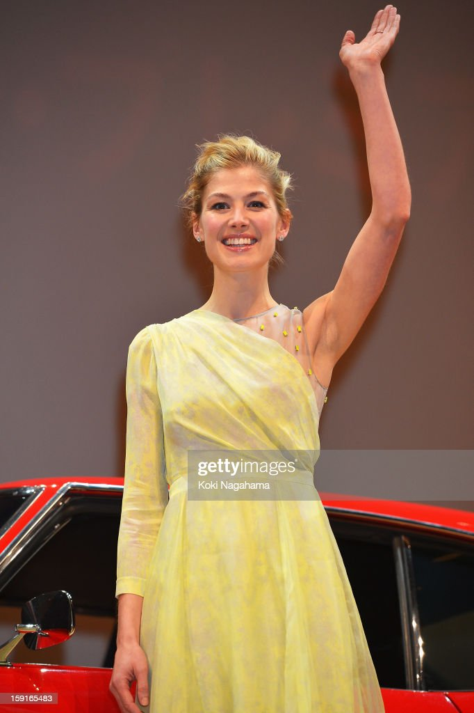 Actress <a gi-track='captionPersonalityLinkClicked' href=/galleries/search?phrase=Rosamund+Pike&family=editorial&specificpeople=208910 ng-click='$event.stopPropagation()'>Rosamund Pike</a> waves her hand during the 'Jack Reacher' Japan Premiere at Tokyo International Forum on January 9, 2013 in Tokyo, Japan.
