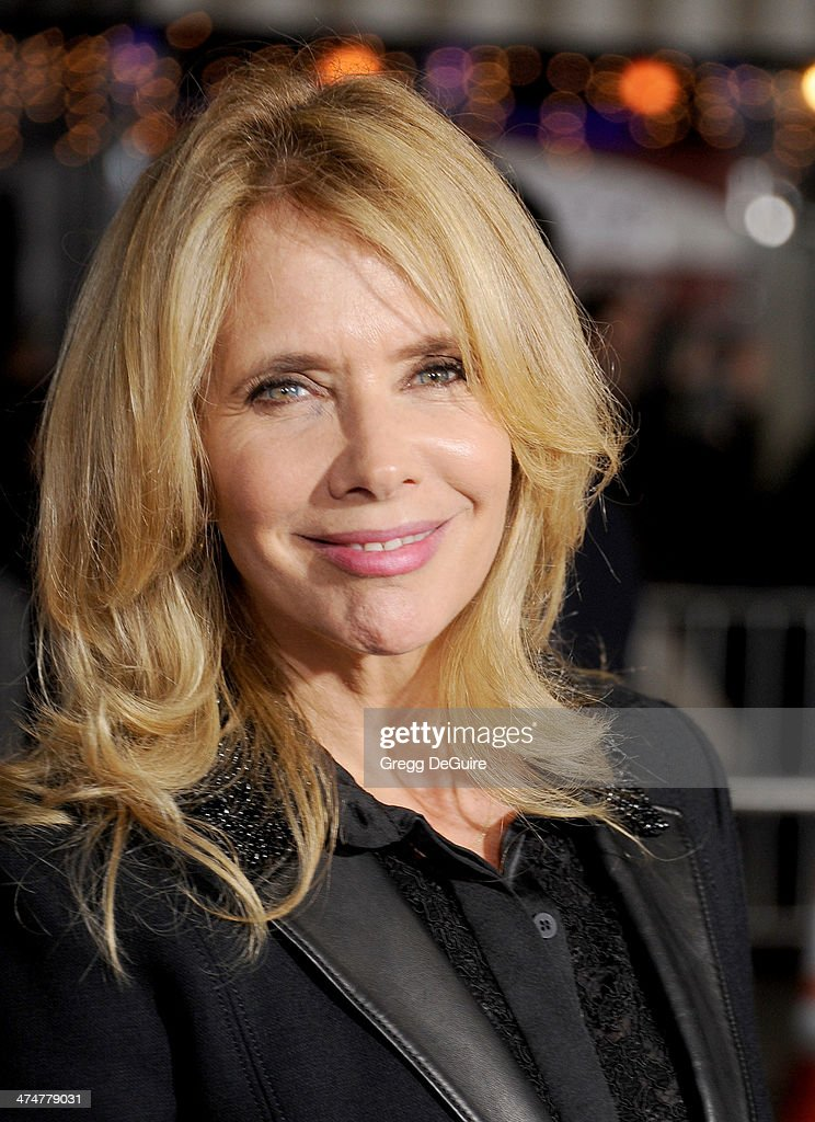 Actress <a gi-track='captionPersonalityLinkClicked' href=/galleries/search?phrase=Rosanna+Arquette&family=editorial&specificpeople=206134 ng-click='$event.stopPropagation()'>Rosanna Arquette</a> arrives at the Los Angeles premiere of 'Non-Stop' at Regency Village Theatre on February 24, 2014 in Westwood, California.
