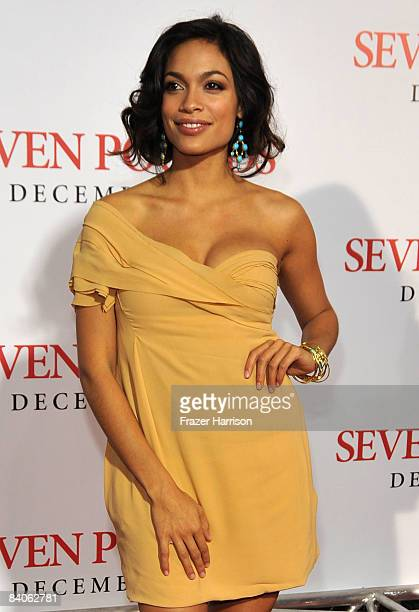 Actress Rosario Dawson arrives at the premiere of Columbia Pictures' 'Seven Pounds' held at Mann's Village Theatre on December16 2008 in Westwood...